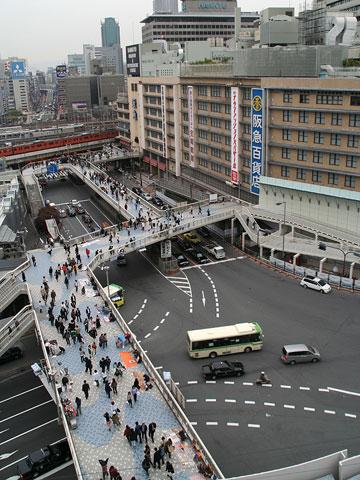 阪急阪神前歩道橋