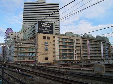 大阪駅から見た阪急百貨店