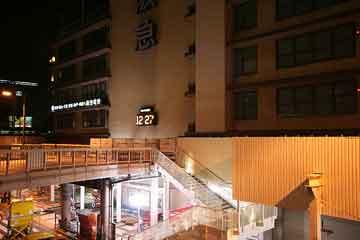 夜中の阪急百貨店北端部