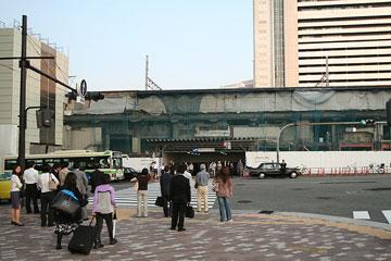 大阪駅北ビルヨドバシ前から