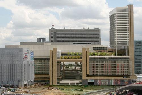 OsakaStation2011a.jpg
