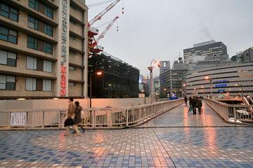 雪の日阪急前