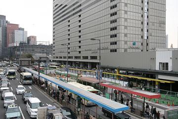 大阪駅南側よこ