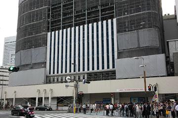 新しい梅田阪急ビル東壁