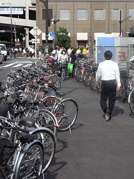ヨドバシ横自転車1