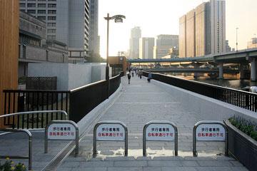 中之島の遊歩道