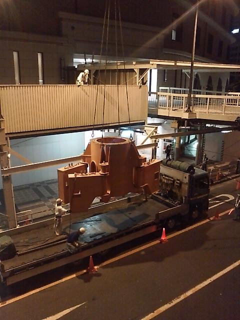 阪急の解体されたクレーン搬出2
