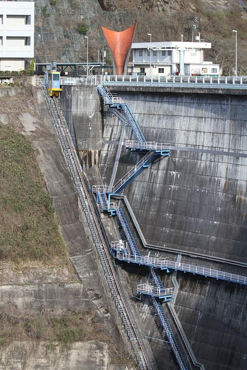 青蓮寺ダムのモノレール&階段
