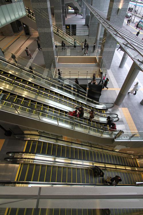 サウスゲートビルディング大阪駅中央南口のエスカレーター