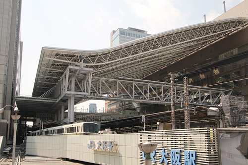 大阪駅のドーム屋根でグラススキー?c