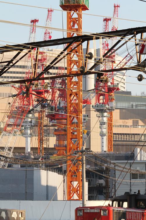 中津の陸橋から梅北再開発地&貨物列車