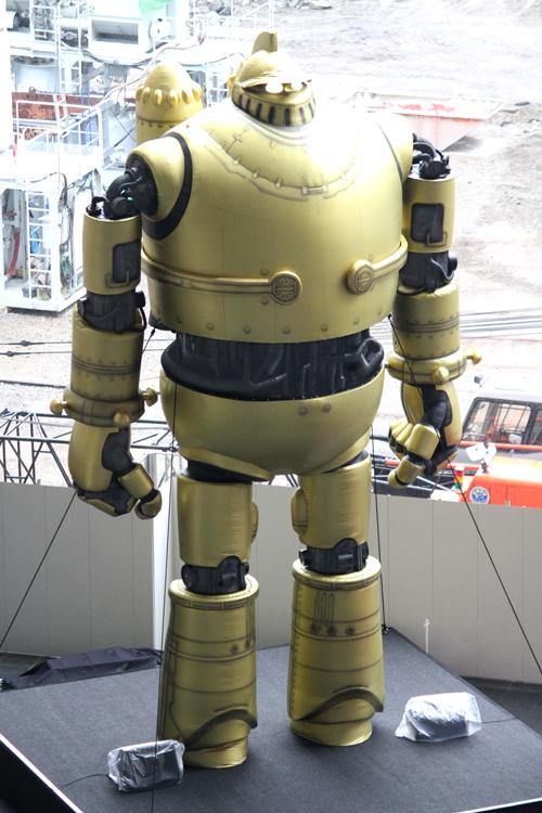 大阪駅アトリウム広場の鉄人28号