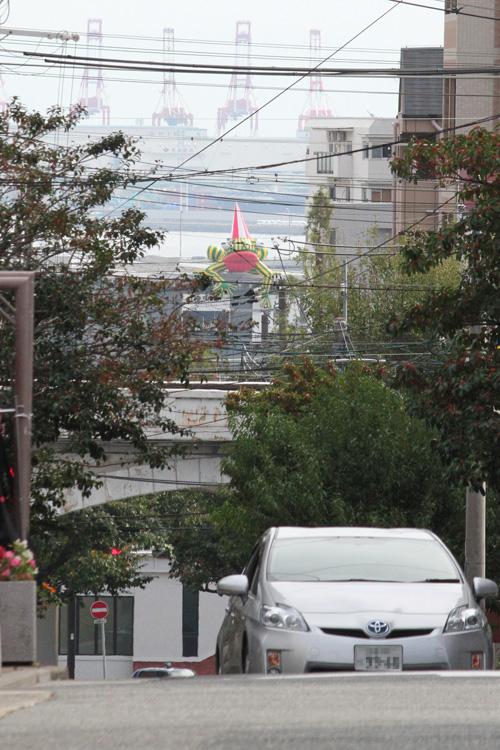 兵庫県立美術館の巨大カエルa