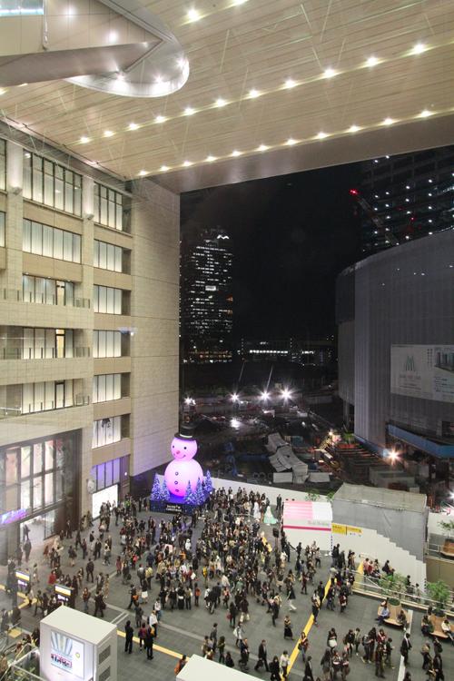大阪駅アトリウム広場 スノーマン