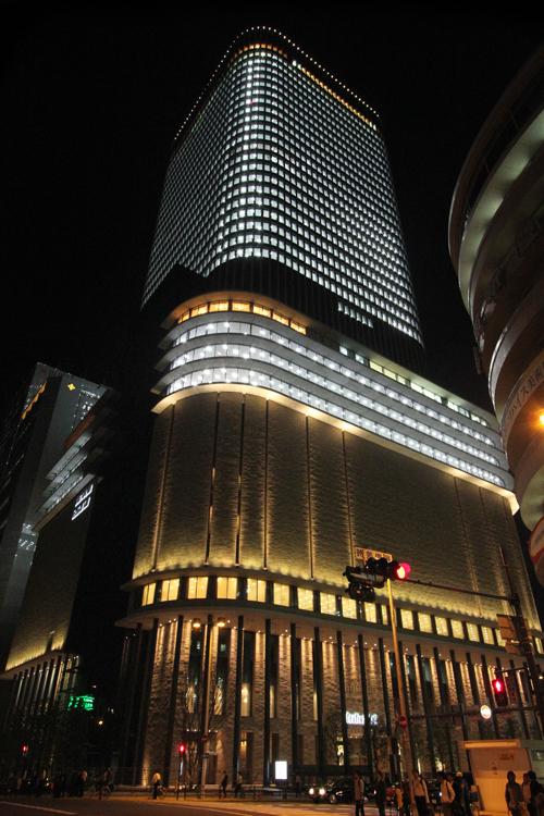 フェスティバルタワー全室点灯[北西から]