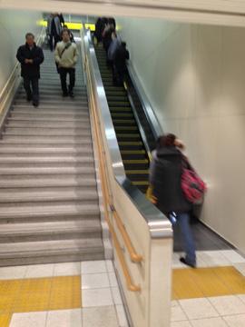 桜橋口の新しい階段・エスカレーター