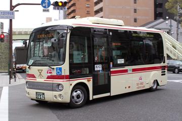 赤バス(日野自動車のポンチョ)