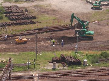 北ヤード 土を掘る