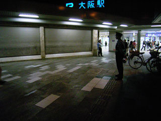 大阪駅前はとても静かだった‥‥