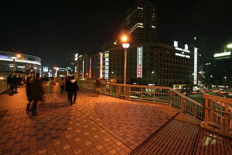 歩道橋より阪急百貨店を1