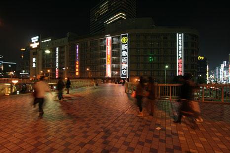 歩道橋より阪急百貨店を2