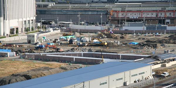 low priced f5956 8feda 歩道横に新しい仮設塀が建てられています。